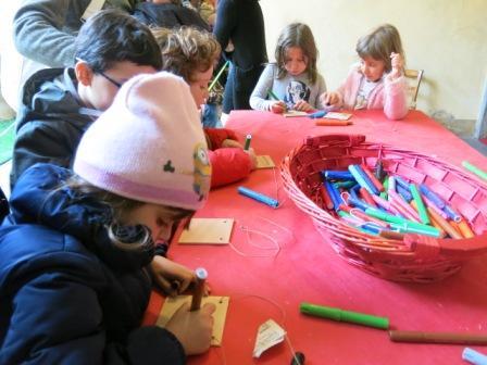 """La prima tappa è stata """"La casa delle letterine"""" dove dei simpatici elfi hanno aiutato i bambini a scrivere la letterina con i loro desideri."""