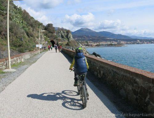 Pedalando lungo la ciclabile Varazze-Cogoleto-Arenzano con bambini
