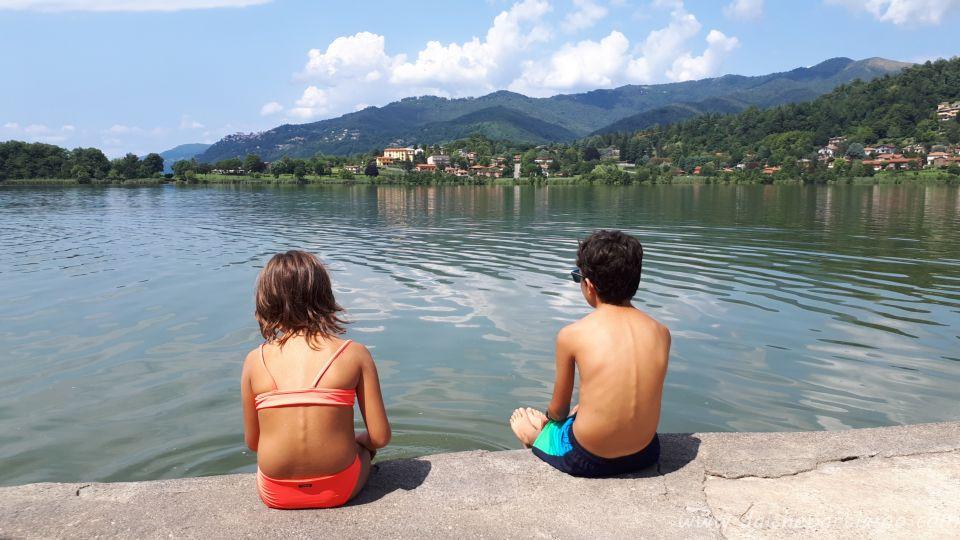 lago balneabile vicino a Milano